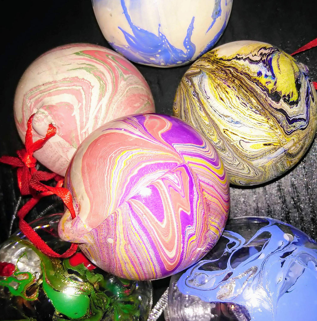 Christmas Bauble Marbling