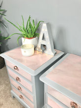 Create a pink marble effect with autentico vintage paints
