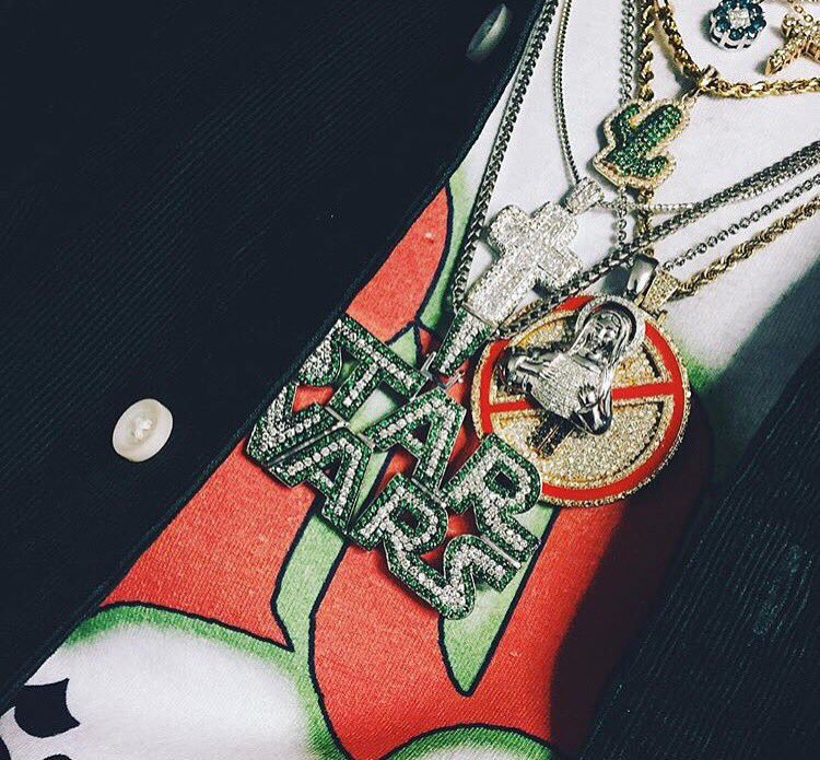 La frame Travis Scott Cactus necklace pendant with free matching chain star war