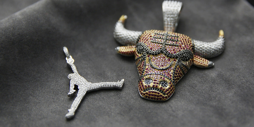 Air jordan jumpman necklace bulls