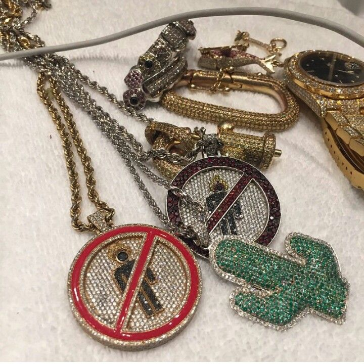 La frame Travis Scott Cactus necklace pendant with free matching chain