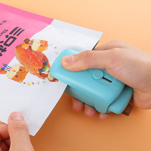 Mini portable magnetic hand pressure sealed plastic bag sealer