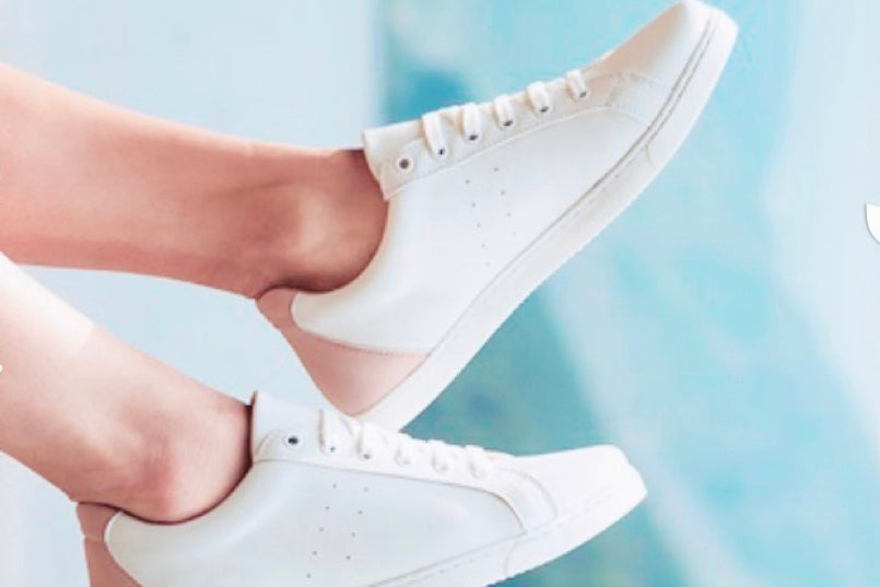 Toundra Vegan Sneakers in White with Blush