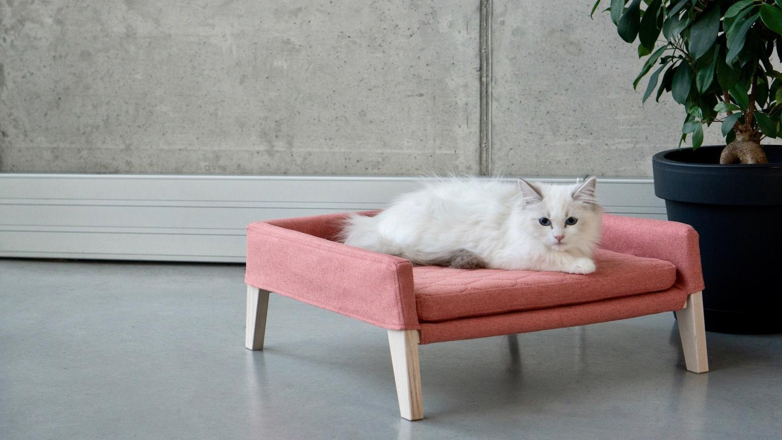 Lulu Luxury Cat Bed in Raspberry