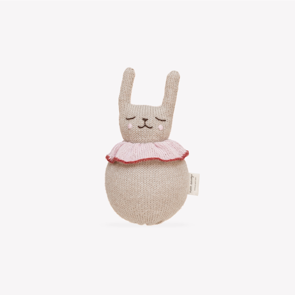 Jingling Rabbit Toy - Strik Legetøj Rangle - Main Sauvage - OrganicFootsteps