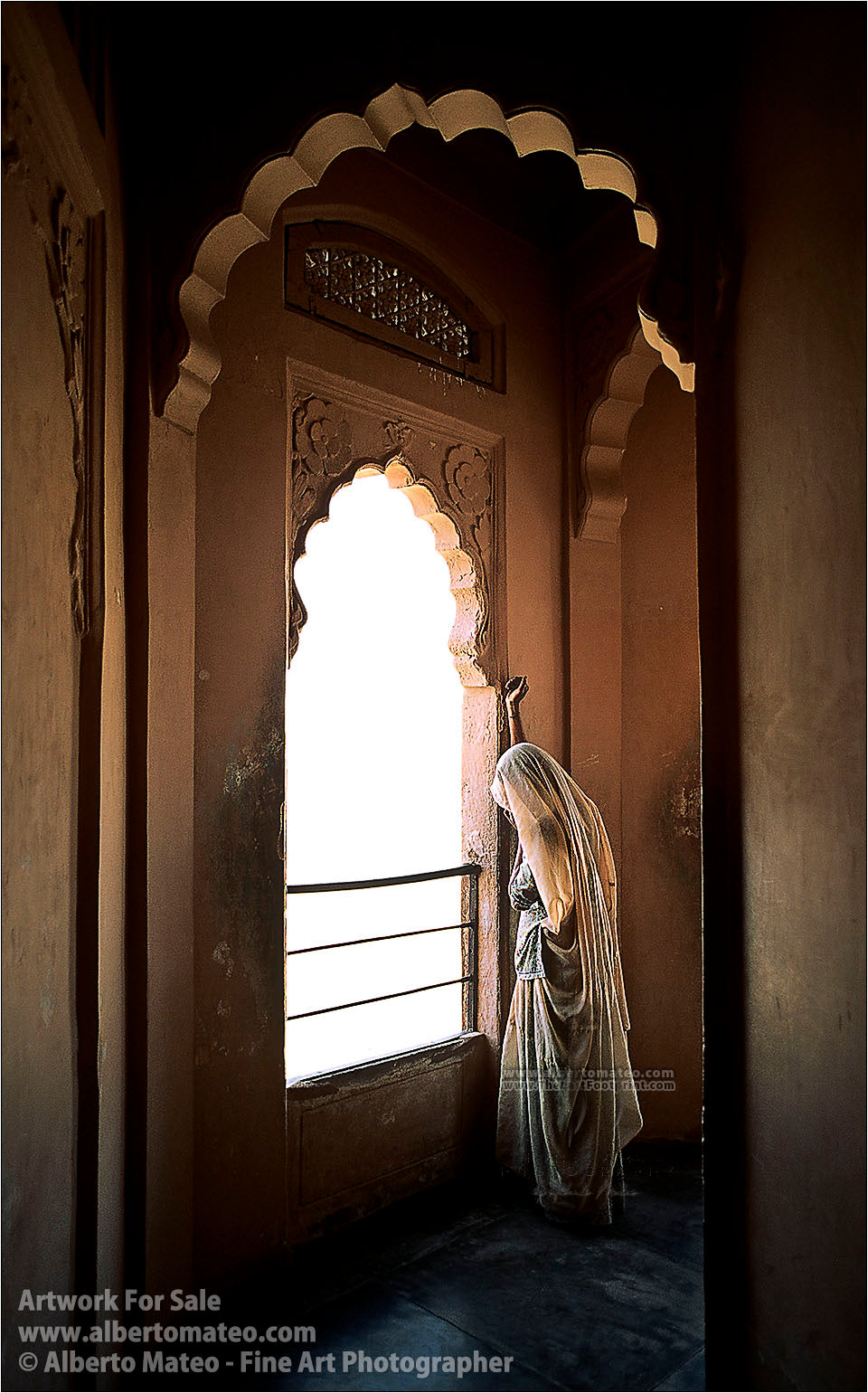 Woman-looking-window-in-Udaipur-Fort-Rajastan-India-by-Alberto-Mateo
