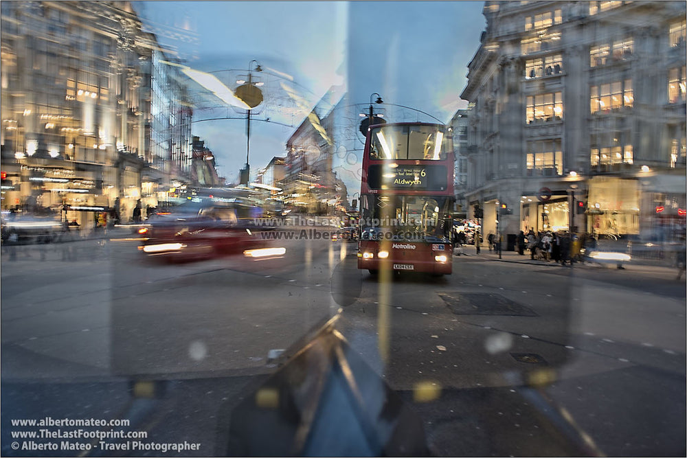 Traffic at Oxford Circus, London, United Kingdom.  | Giant Print by Alberto Mateo.
