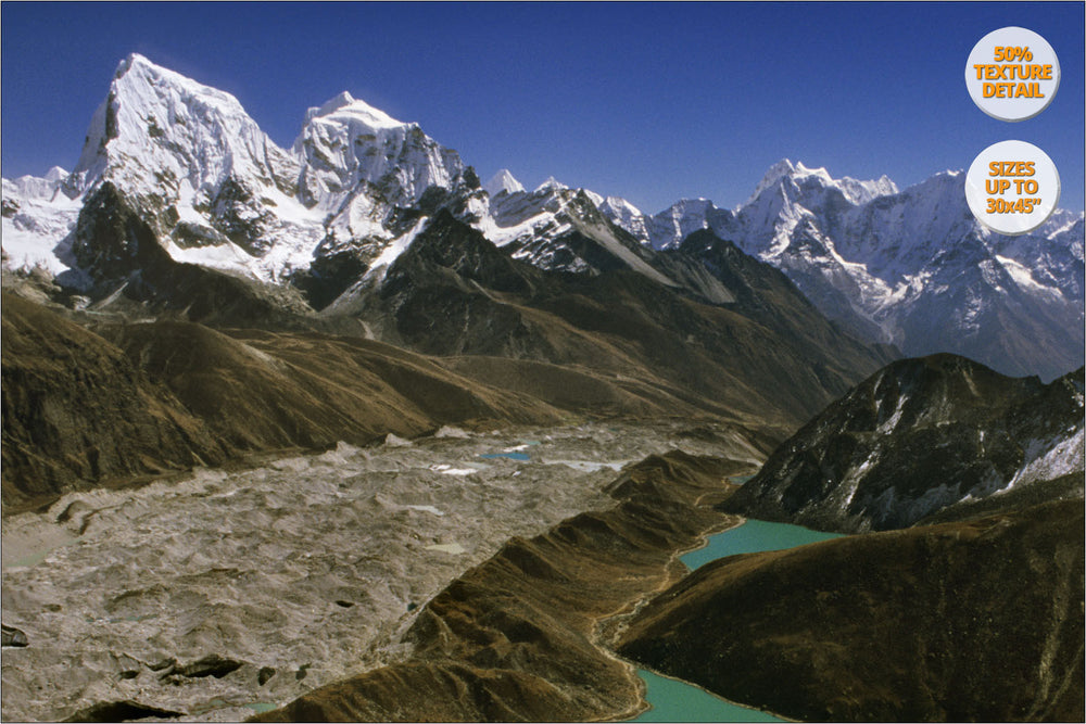 Aerial view from Gokyo Lakes, Himalaya, Nepal. | Detail 50%.