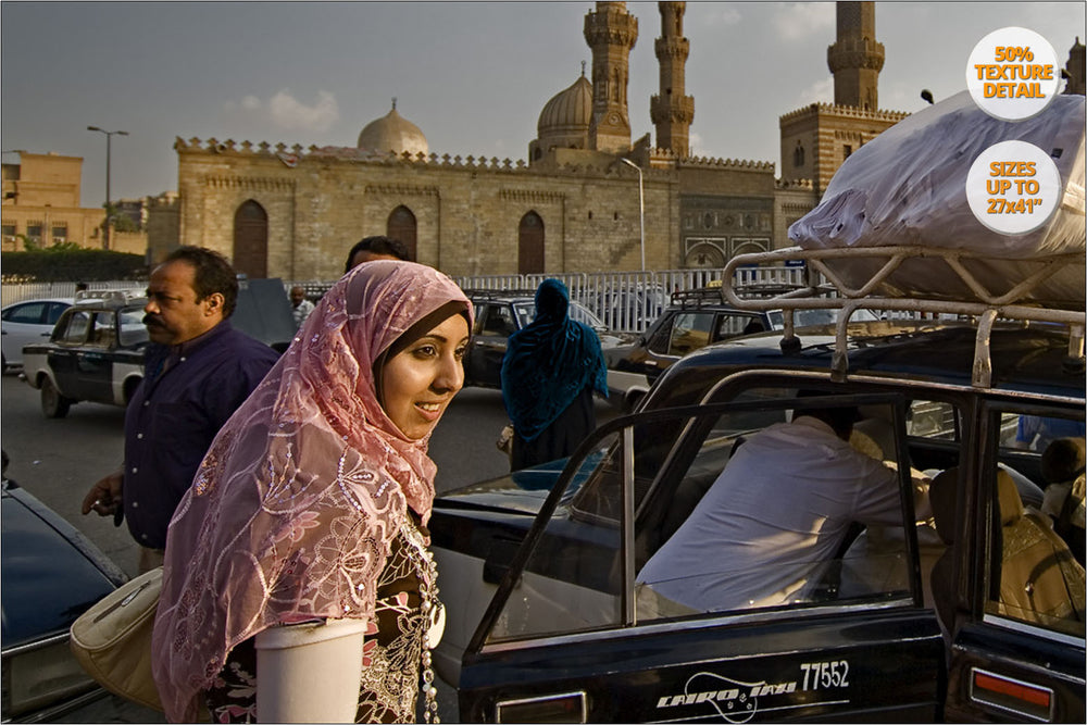 Arab Woman in Al Azhar, El Cairo, Egypt. | 50% Detail View.