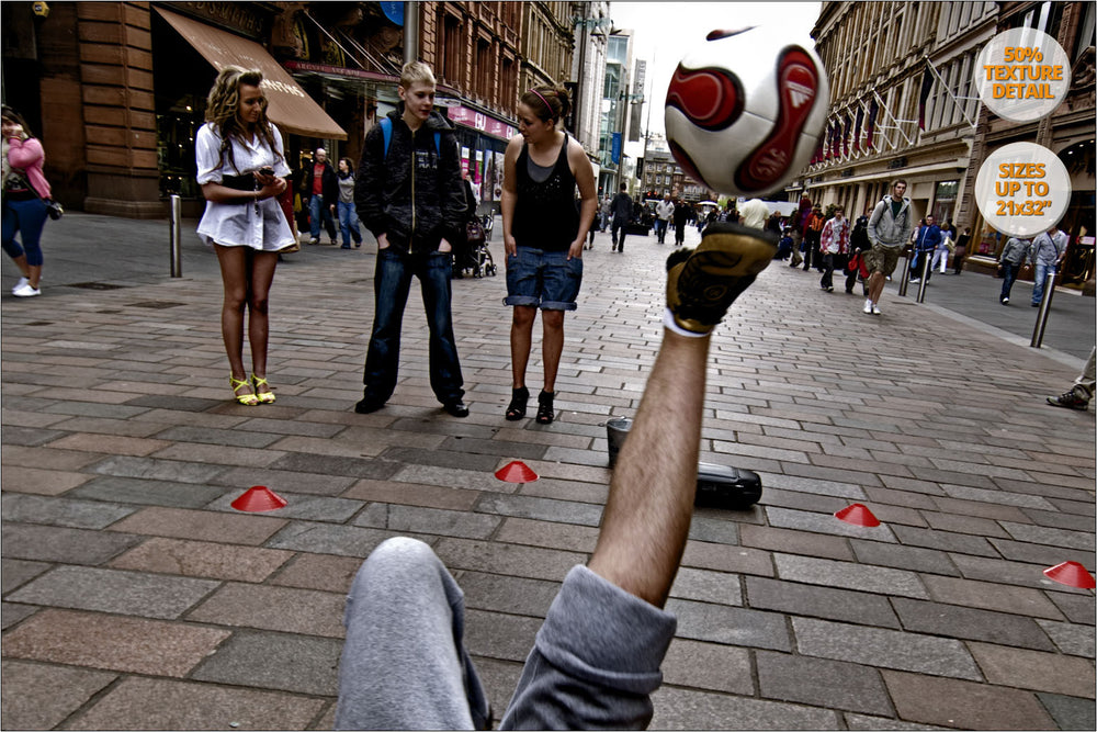 Football juggler exhibition in Buchanan Street, Glasgow, Scotland. | 50% magnification detail.