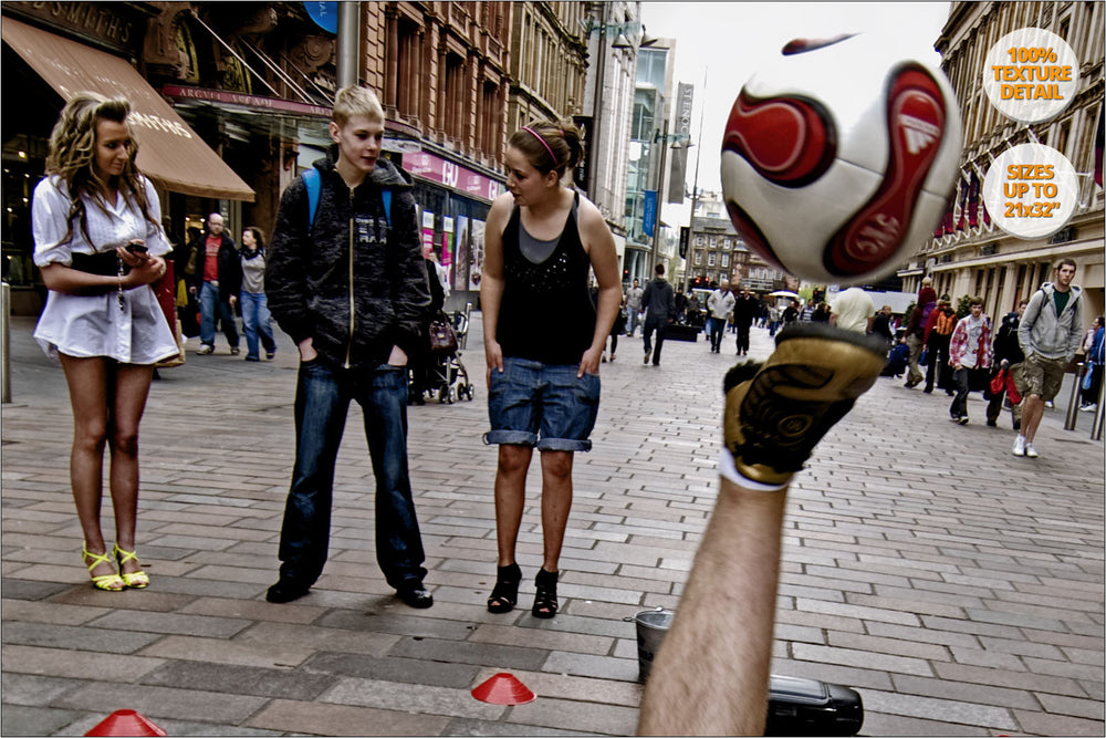 Football juggler exhibition in Buchanan Street, Glasgow, Scotland. | 100% detail.