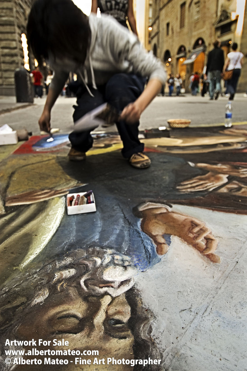 Chalk painting in Via Pellicceria, Florence, Tuscany, Italy. | Full view.