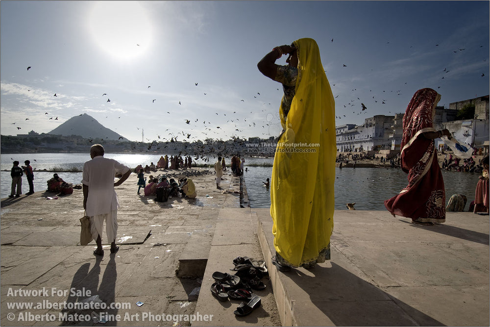 Hindu believers in the Lake of Pushkar, Pushkar, Rajastan, India. | Original Fine Art Print.
