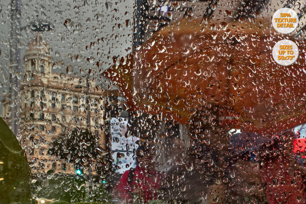 Heavy rain in Gran Via, Madrid. | 50% Magnification Detail.