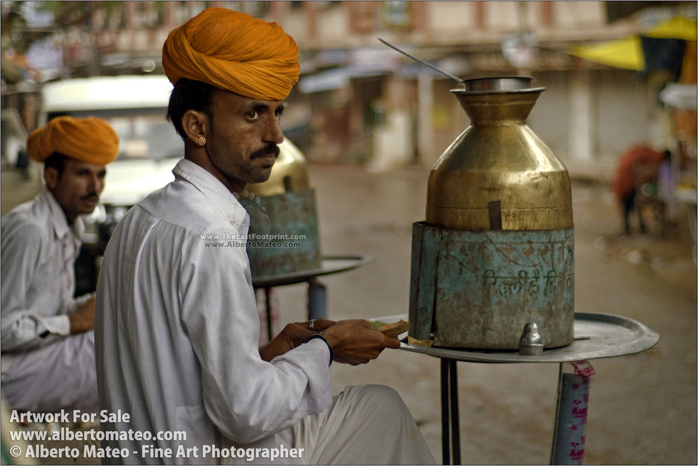 Chai seller, Pushkar Camel Fair, Rajastan, India. | Full view.
