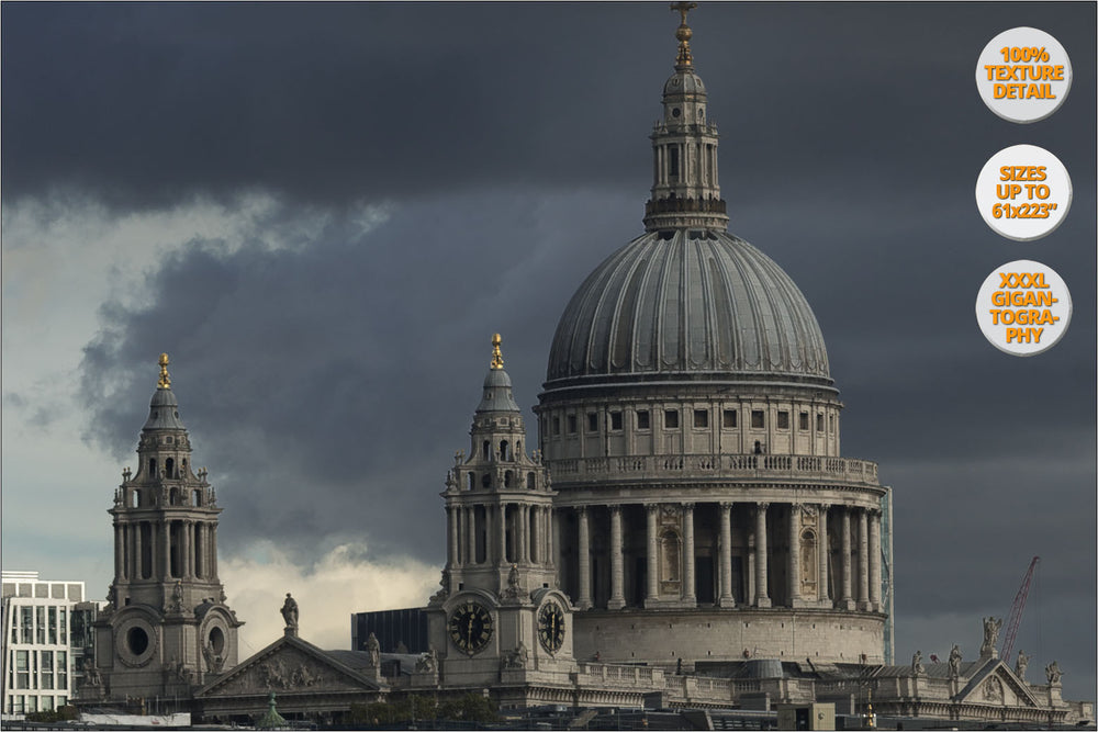 Thames river and Saint Paul Cathedral, London.| 100% Magnification Detail View.