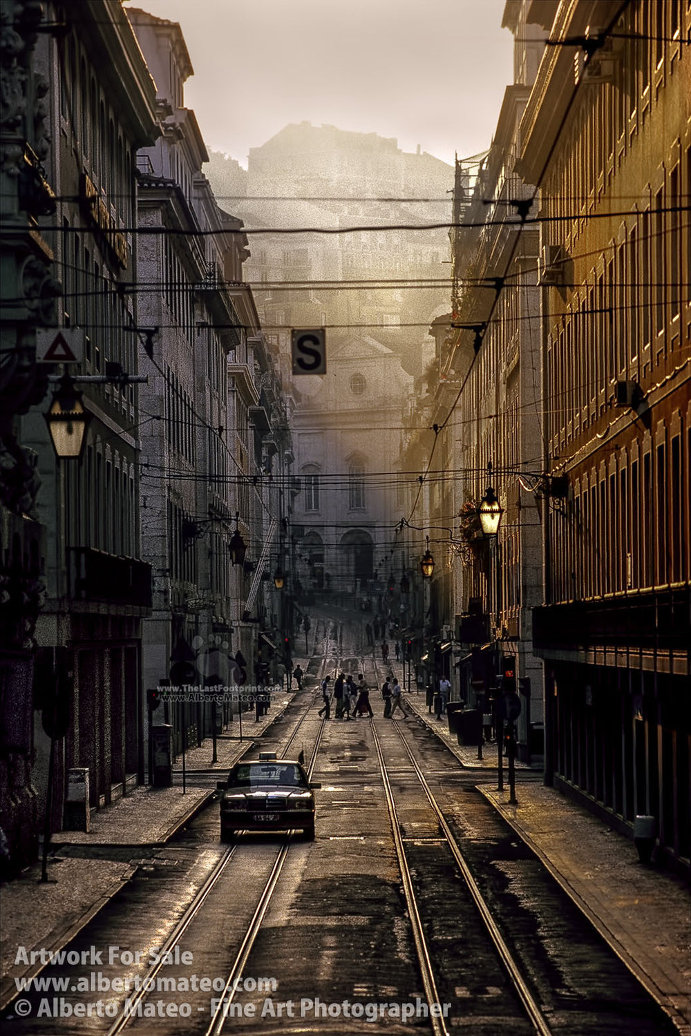Cab in La Baixa, Lisboa, Portugal. | Limited Edition Fine Art Print.