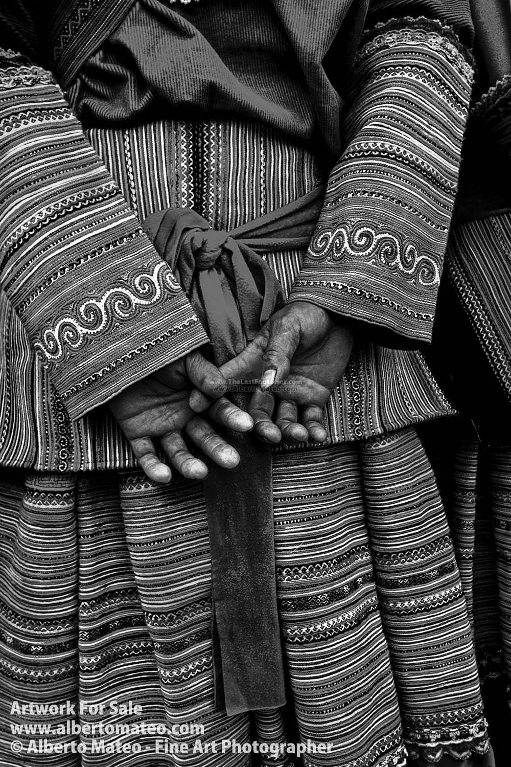 Detail of hands of a Hmong woman, Bac Ha, Vietnam. | Full view.