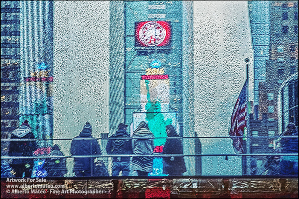 Times Square under the rain, New York. [3/3]