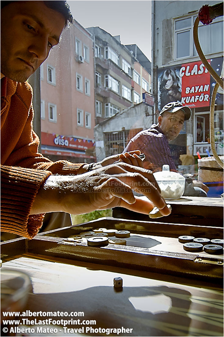 Backgammon game, Kumkapi, Istanbul, Turkey.