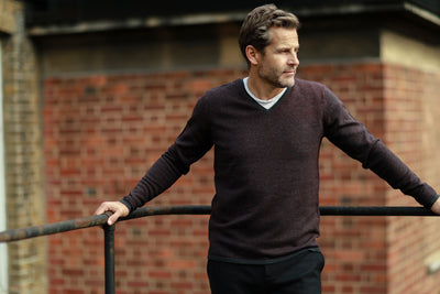 Men´s Cashmere V Neck Sweater in Diagonal Stitch - Hommard