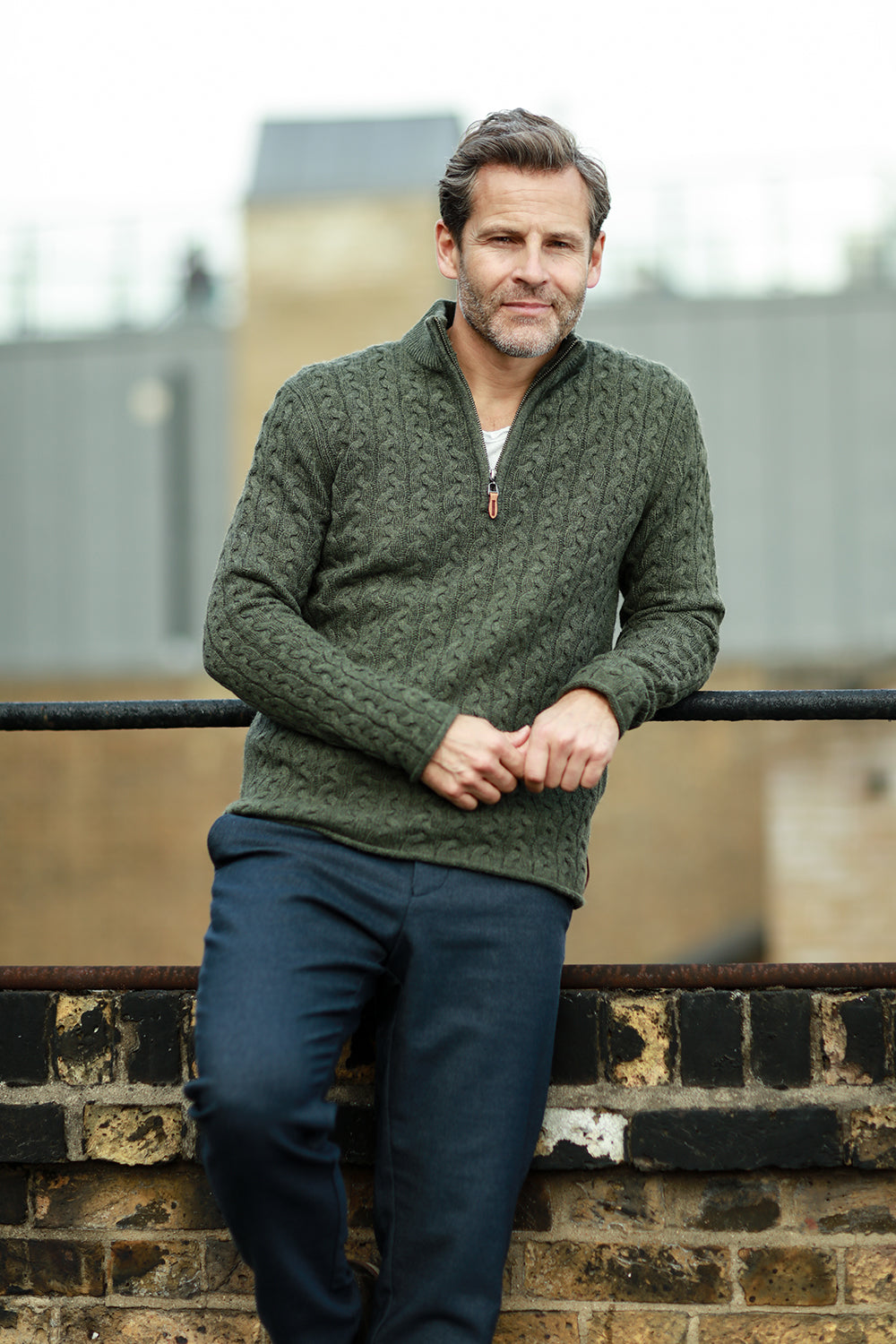 Men´s Cashmere Sweater Button neck Andromeda in Carbon Stitch Army Green on model