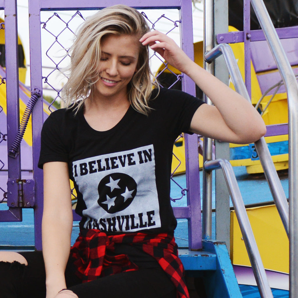 I BELIEVE IN NASHVILLE Mono Square T-shirt
