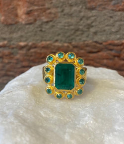Ara Square Emerald Center and 24kt Gold Ring