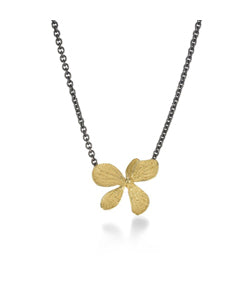 John Iversen 18kt Yellow Gold Single Hydrangea Pendant Necklace