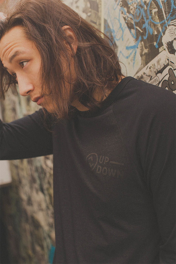 updown baseball tee in black/black