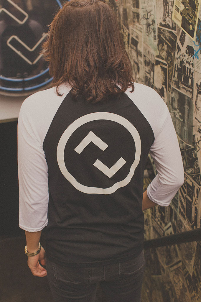 updown baseball tee in white/black