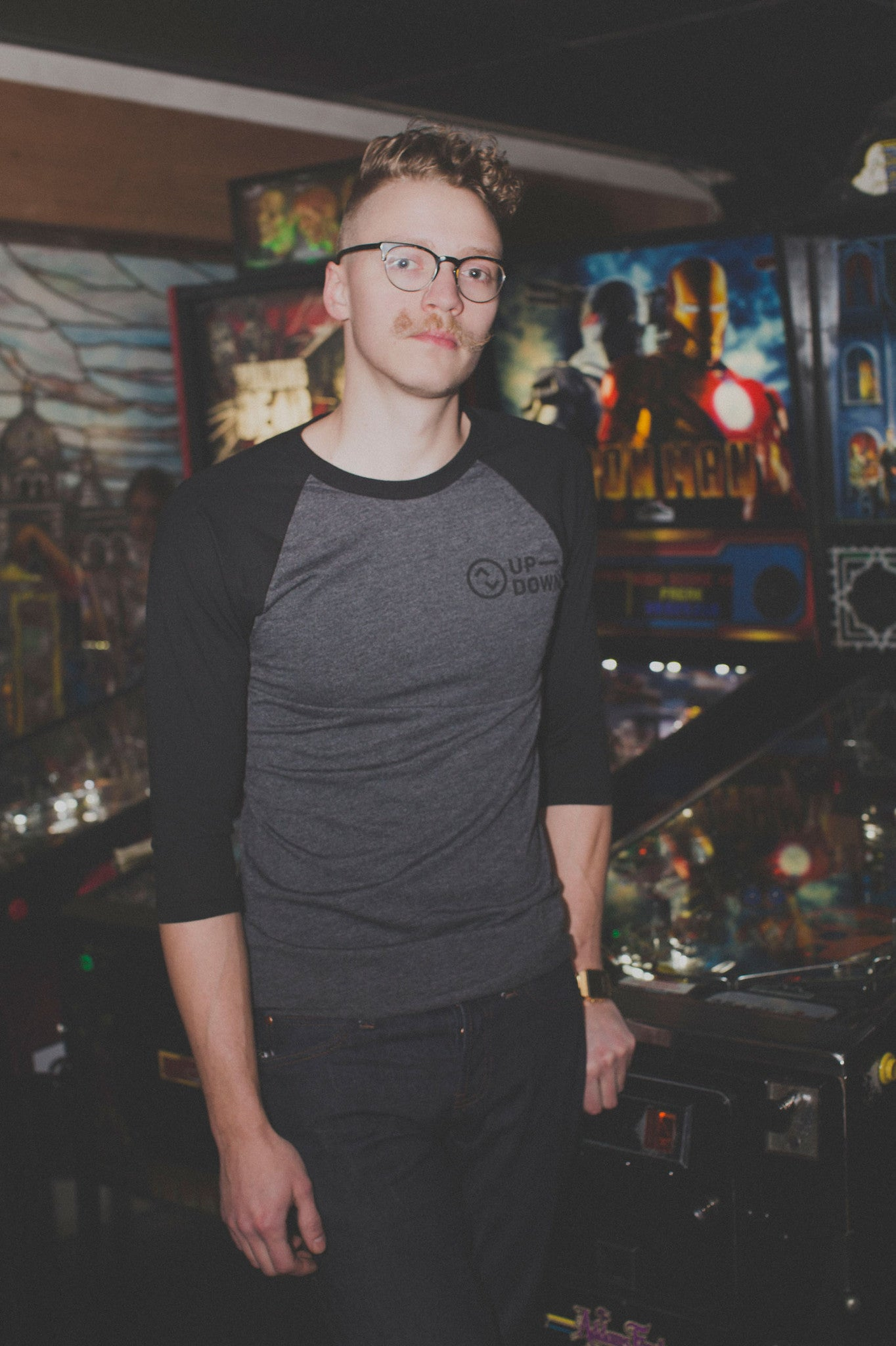 updown arcade bar baseball tee in black/grey