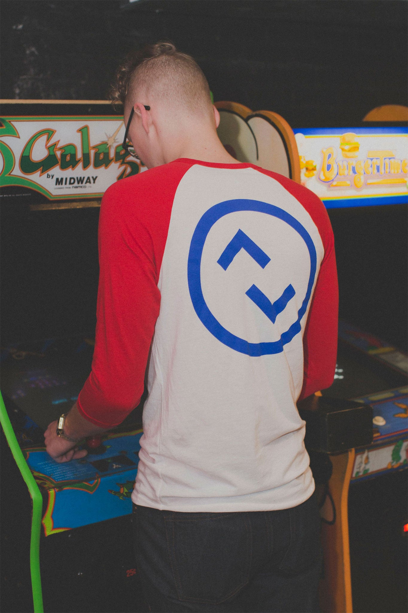 updown arcade bar baseball tee in red/white/blue