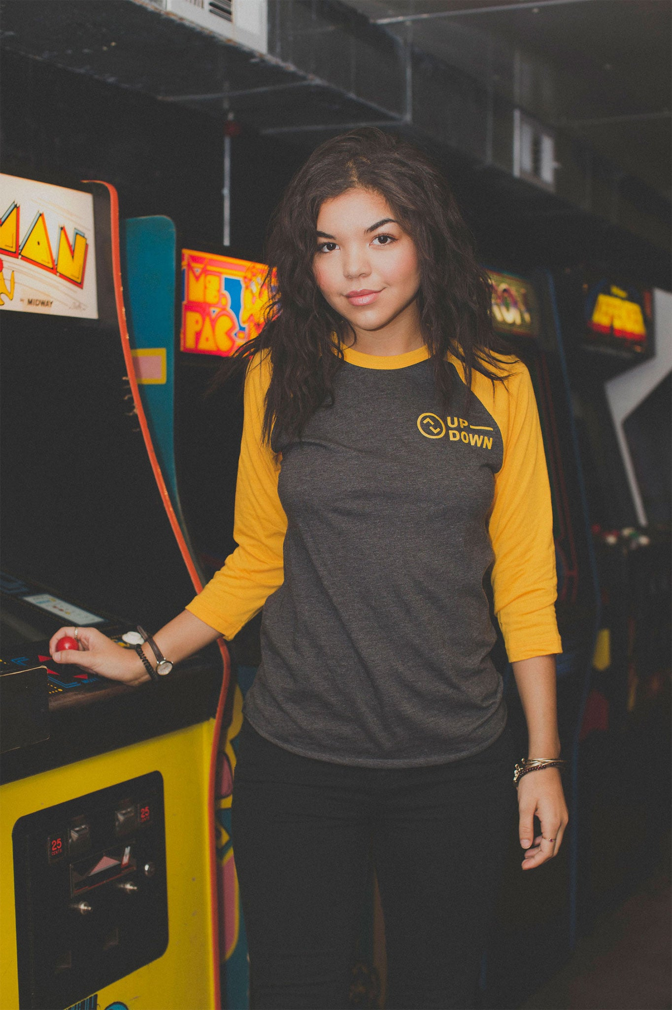 updown arcade bar baseball tee in yellow/grey