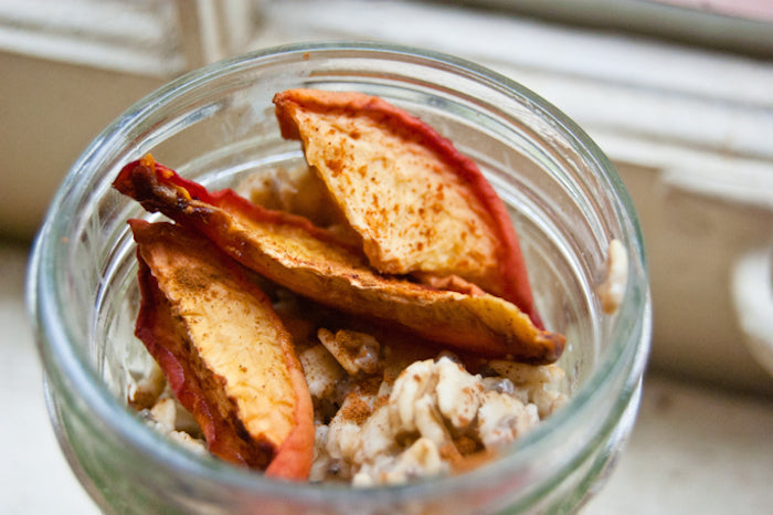 peaches, summer breakfast, cold oats, overnight oats, chia seeds, clean eating, peach crumble, peach crumble overnight oats