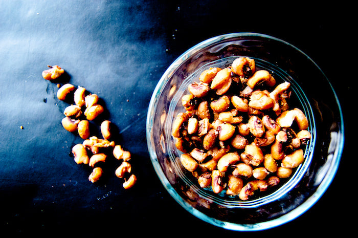 black-eyed peas, lucky black-eyed peas, crunchy black-eyed peas, cooked beans, new years, new years eve, good luck food, good luck spices, ginger, cinnamon, healthy snacks