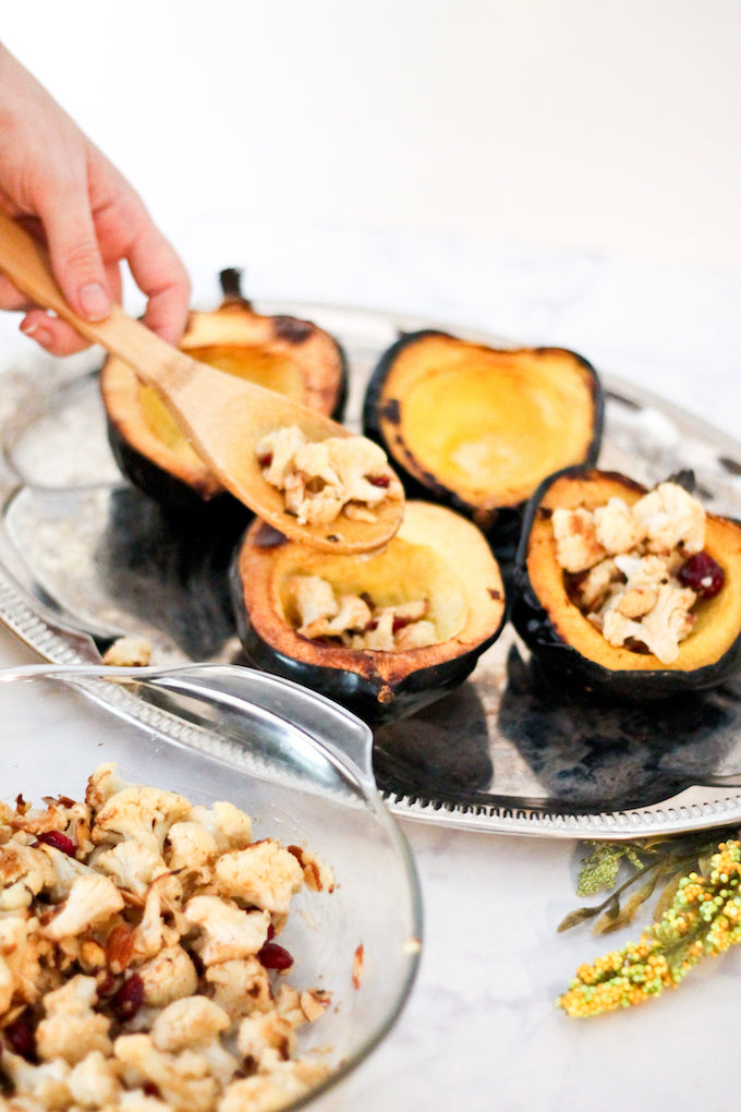 stuffed acorn squash with cauliflower, acorn squash, cauliflower, stuffed acorn squash, cauliflower salad, fall dishes, autumn, autumn dishes, cauliflower dishes, fall picnic, picnic, autumn picnic.