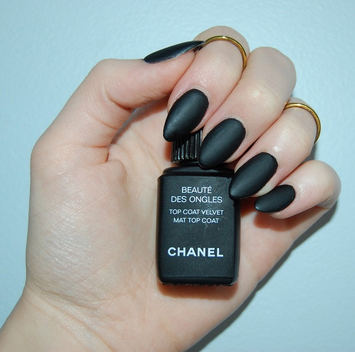 chanel_black matte nails