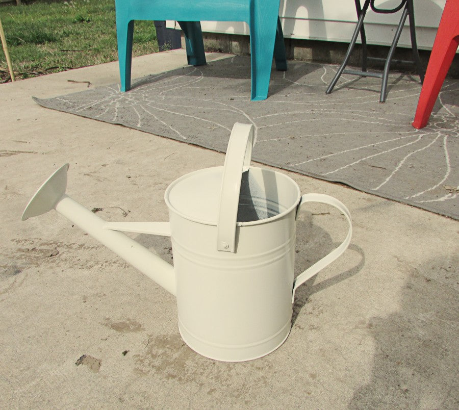 mothers day diy- painted watering can