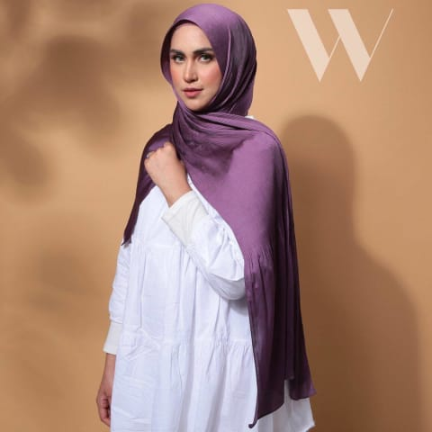 Wafa Luxe Satin Pleated Shawl | Beaver