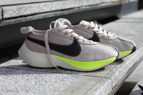 Nike: Moon Racer (String/Volt) Nike - Nowhere