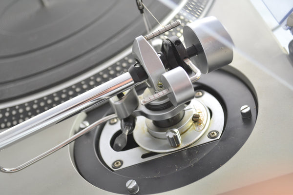 Technics SL-150 Turntable with SME 3009 Series II Improved Tonearm