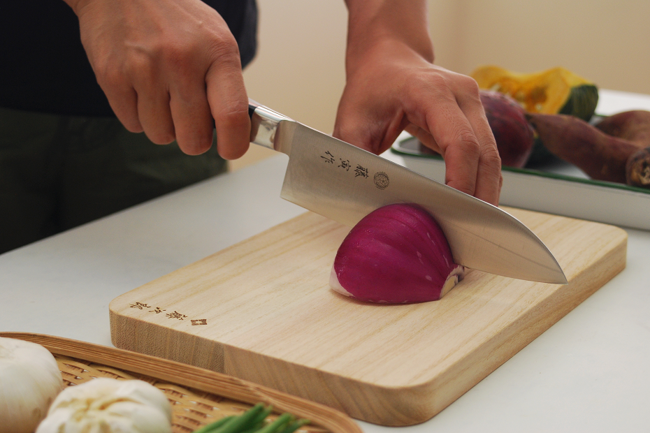 Clean, Shock-Absorbing, Light Cutting Board