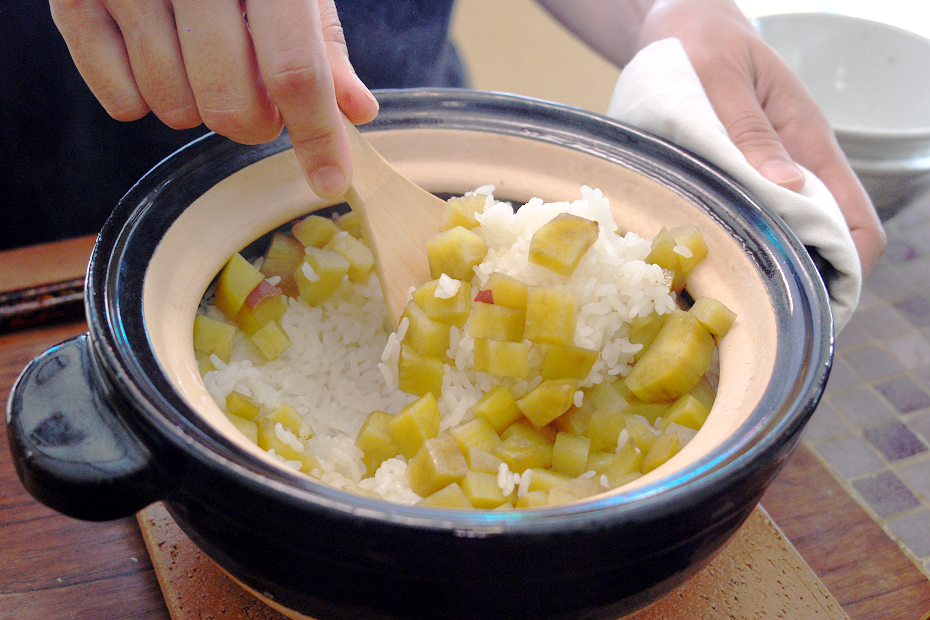 Let's Cook a Japanese Traditional Cuisine at Home! - A Recipe of Sweet Potato Seasoned Rice