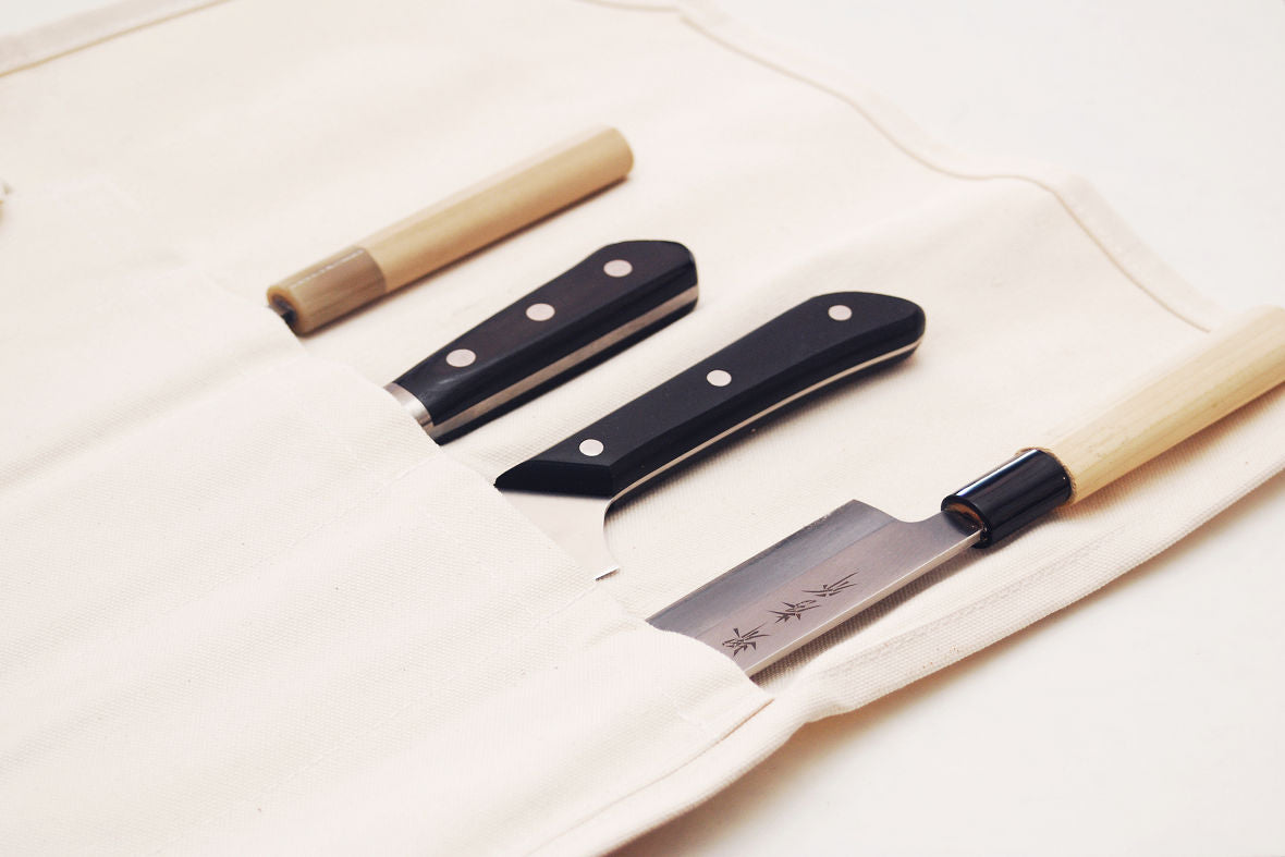 Knife bags have been used for carrying knives by Japanese chefs since a long time ago.