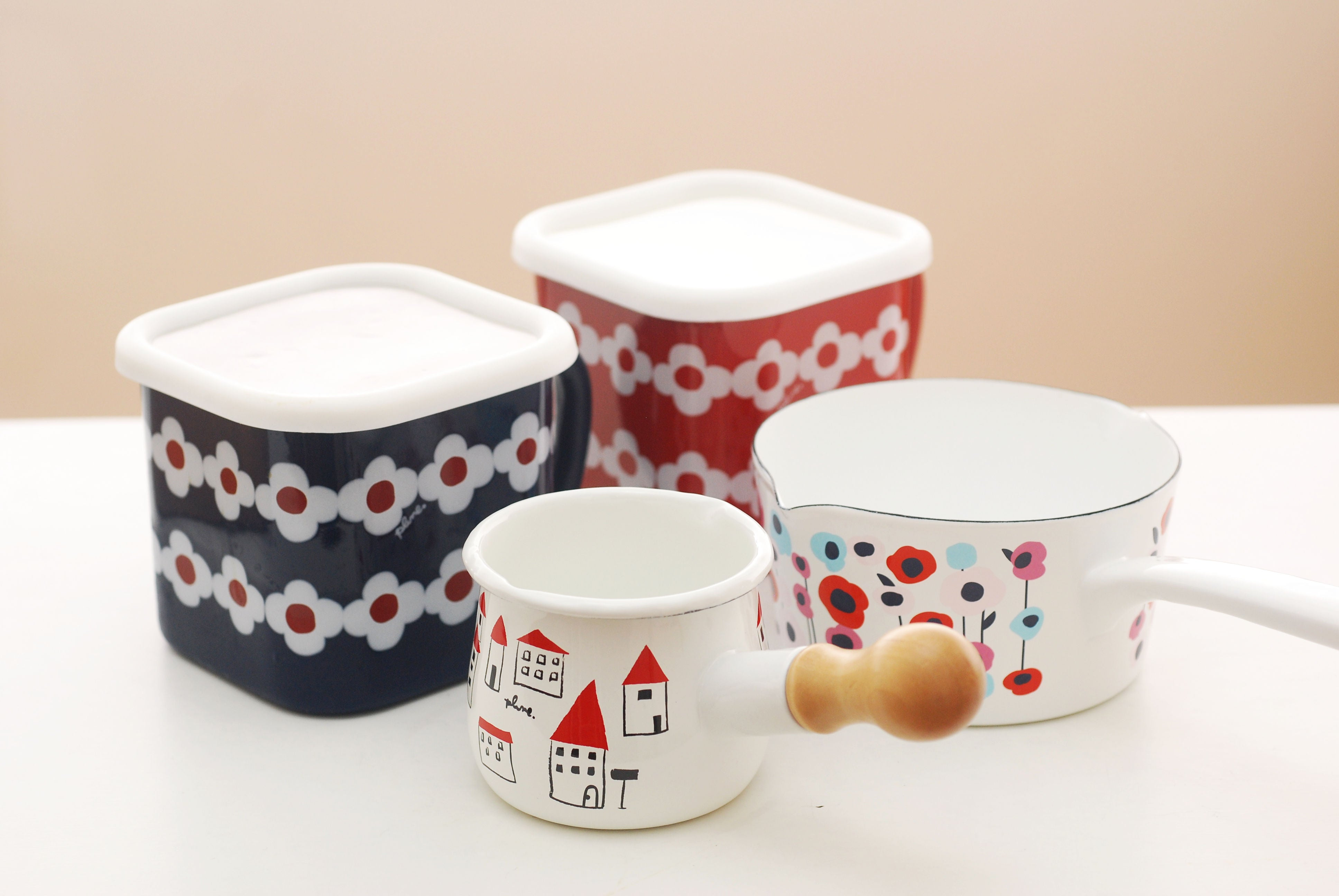 Globalkitchen Japan sells carefully selected enameled ware with good functionality and design.