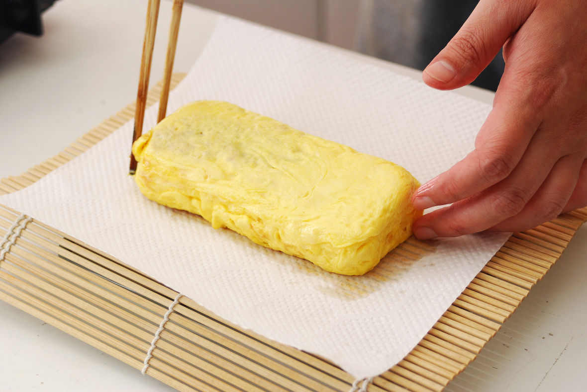 Repeat step 4 until using up the egg mixture, then let it cool.