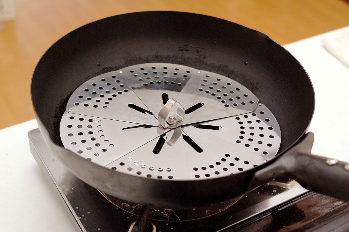 Once you put the one-size-fits-all steamer in a pan, it can work as an instant steamer.