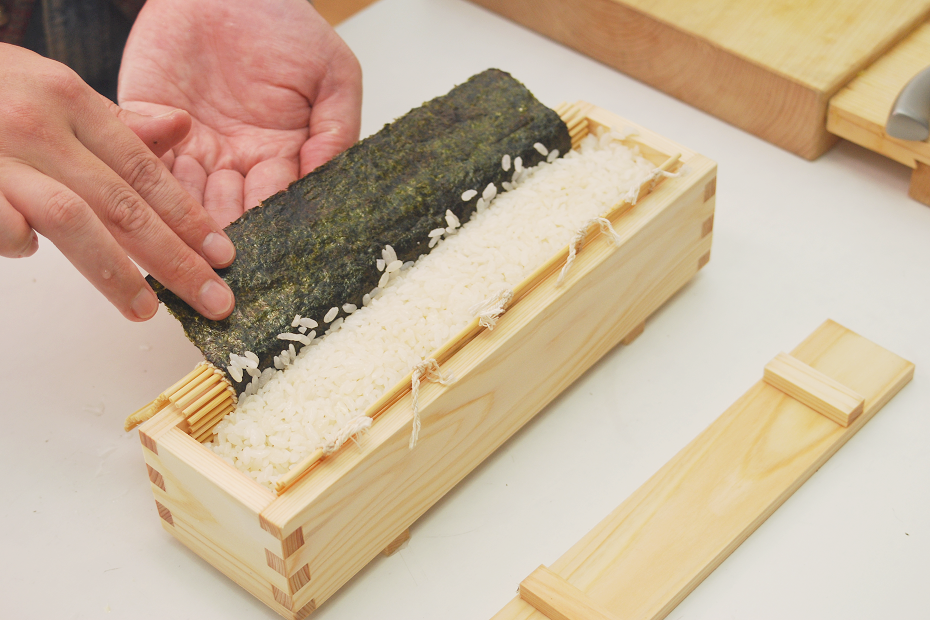 Apply a little amount of vinegared water to the seaweed laver and put it on the top.