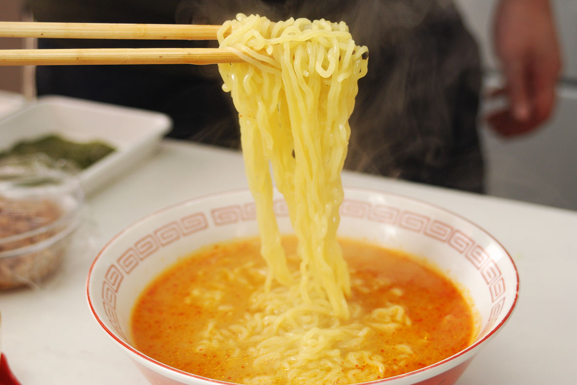 Drain the noodles thoroughly and drop them in the soup.